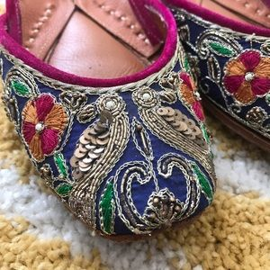 Vian Designer Silk Embroidered Leather Jutti Flats